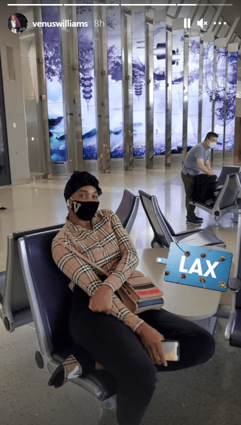 Venus Williams poses for a picture while sitting at the lobby of LAX airport | Photo: Instagram/venuswilliams