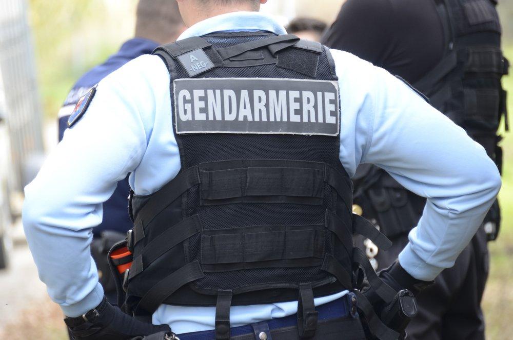 Un gendarme vu de dos | Photo : Shutterstock