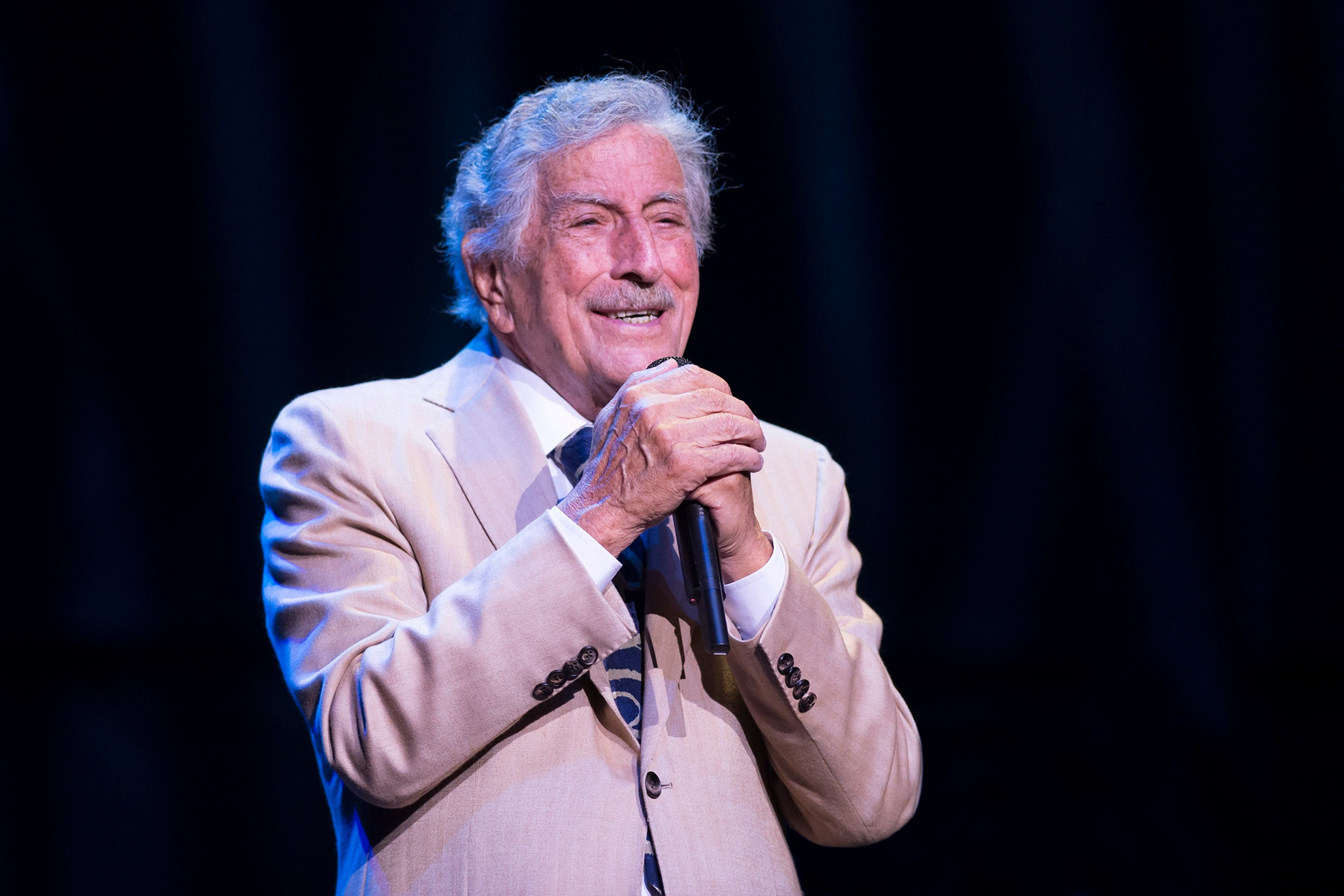 Tony Bennett performing on stage at Royal Albert Hall in London, England   Photo: Getty Images