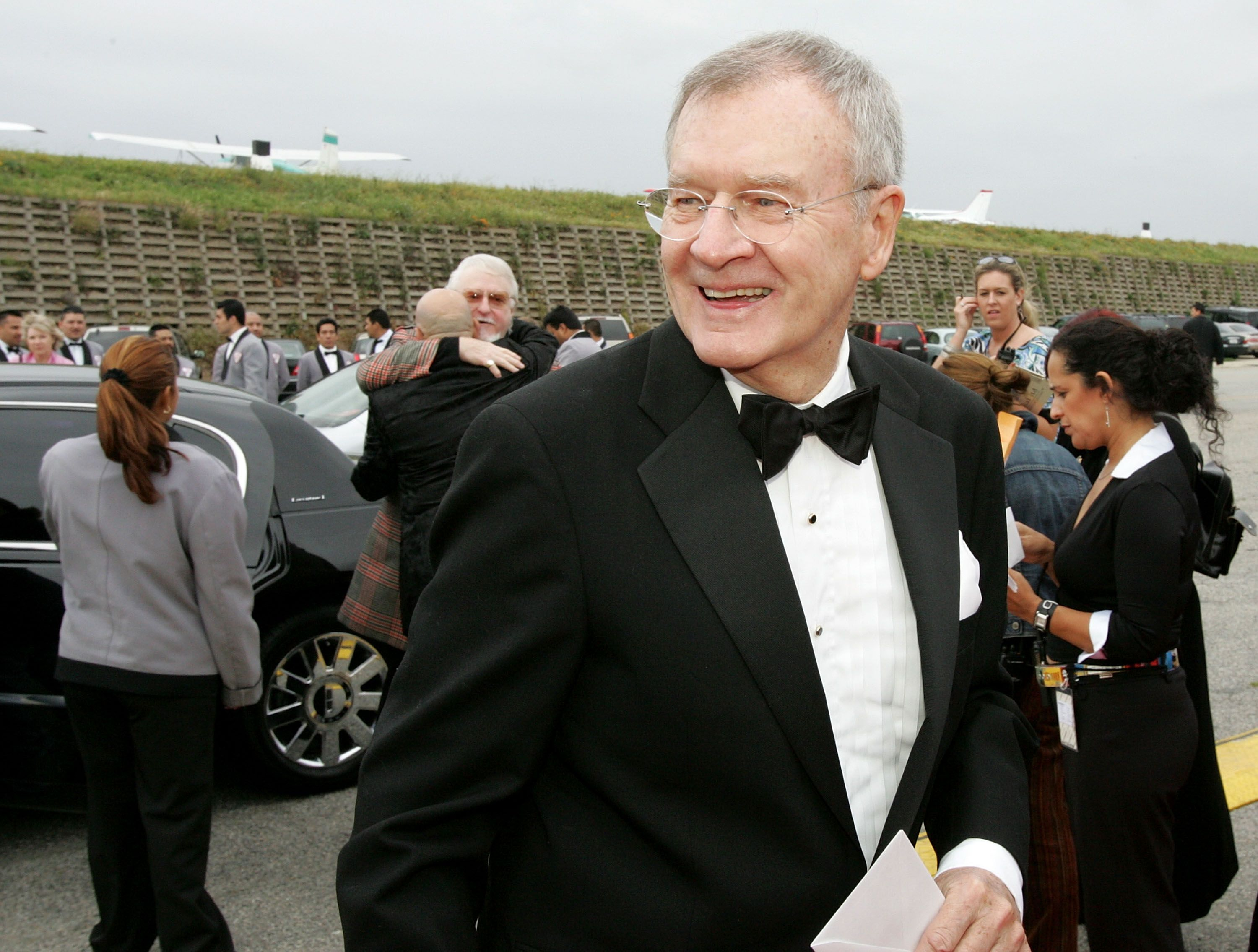 Bill Daily arrives at the 2005 TV Land Awards at Barker Hangar on March 13, 2005 in Santa Monica, California | Photo: Getty Images