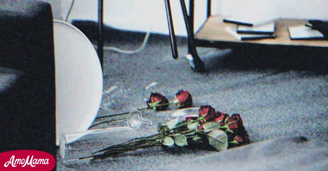 A bouquet lying on the floor.   Photo: Shutterstock