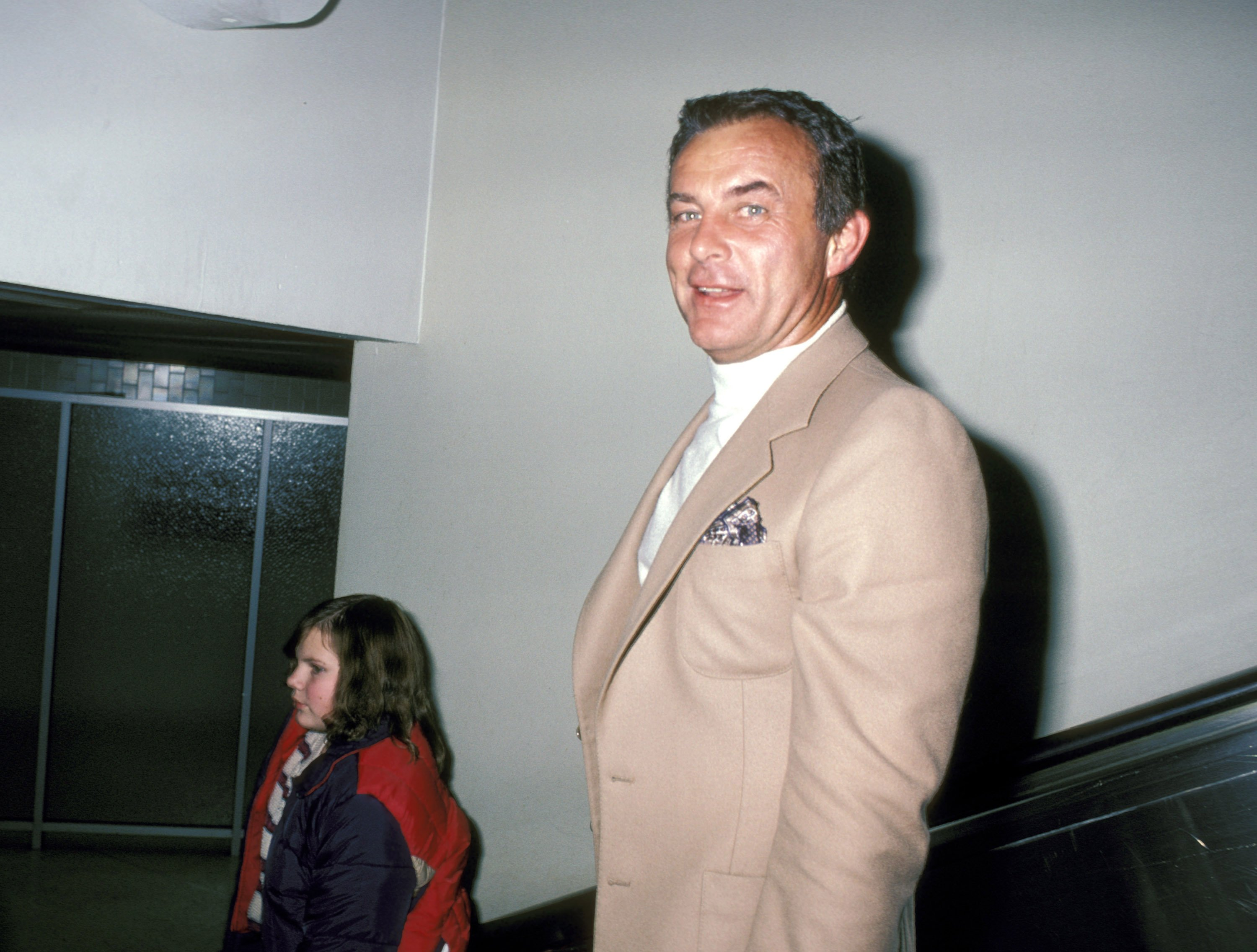 Robert Conrad at the Los Angeles International Airport on New Year's Eve in 1980 in Los Angeles, California | Photo: Ron Galella/Ron Galella Collection via Getty Images