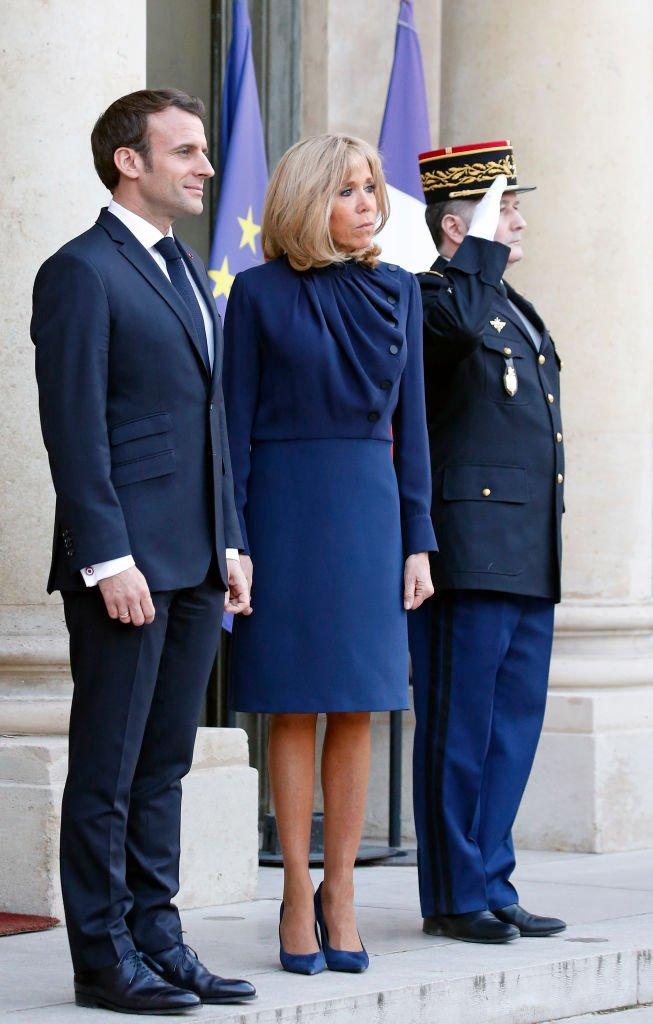 La première dame Brigitte Macron, le roi Abdallah II de Jordanie, le président Emmanuel Macron,  la reine Rania - Le président de la République française et sa femme accueillent le roi et la reine de Jordanie au palais de l'Elysée à Paris le 29 mars 2019. / Source : Getty Images