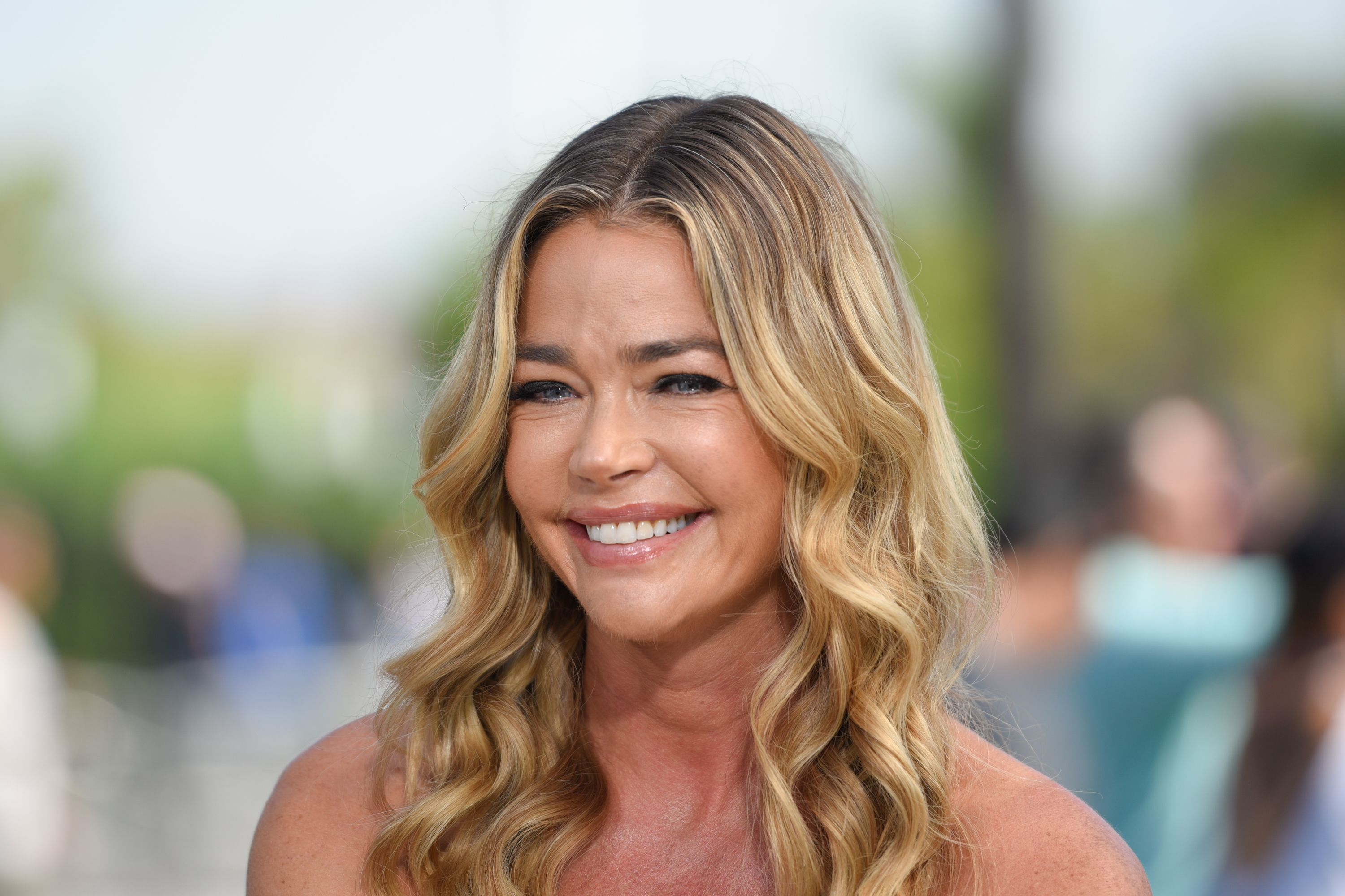 """Denise Richards during """"Extra"""" at Universal Studios Hollywood on August 13, 2018 in Universal City, California. 