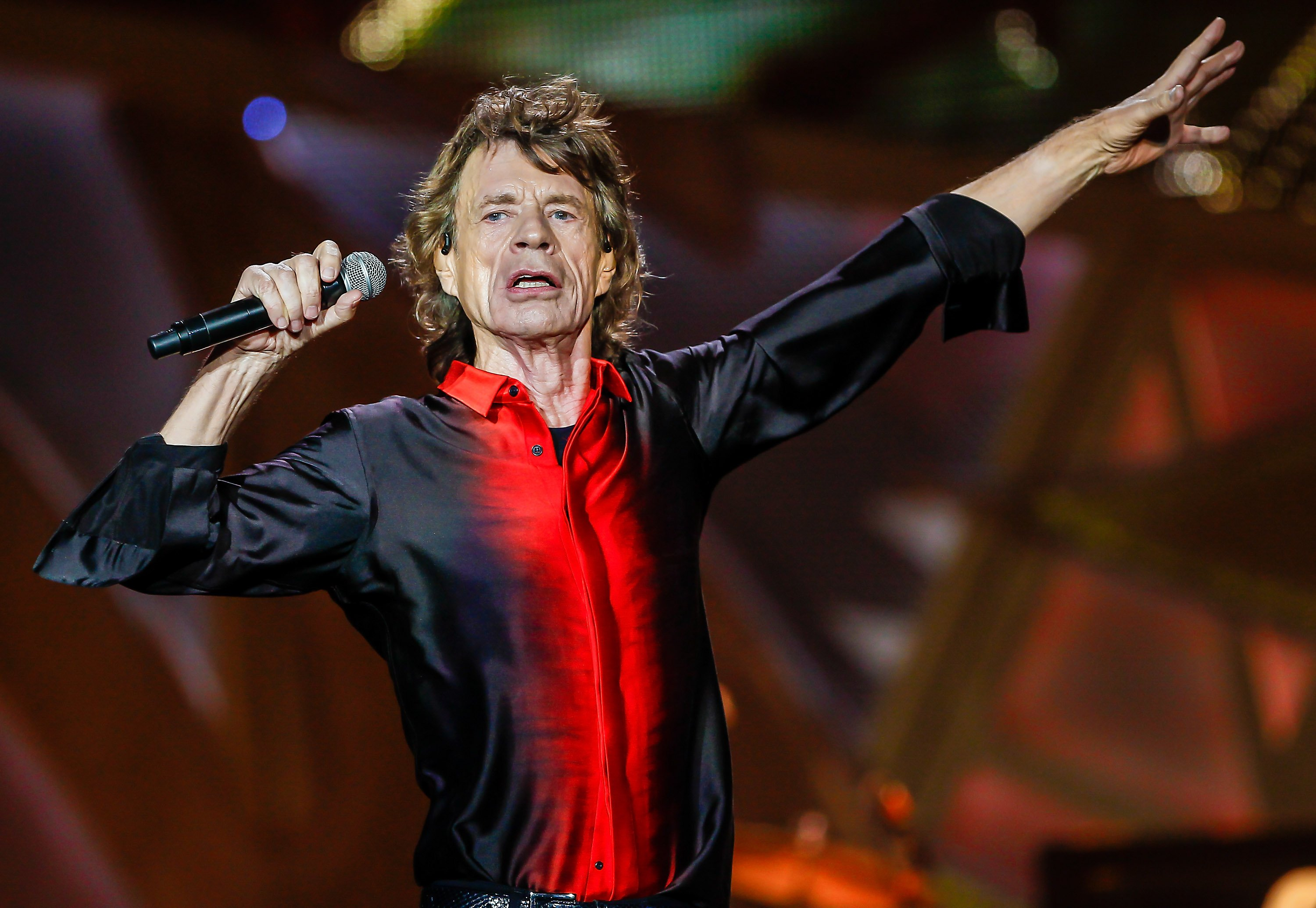 Mick Jagger of the Rolling Stones performs at the Indianapolis Motor Speedway on July 4, 2015, in Indianapolis, Indiana. | Source: Getty Images.