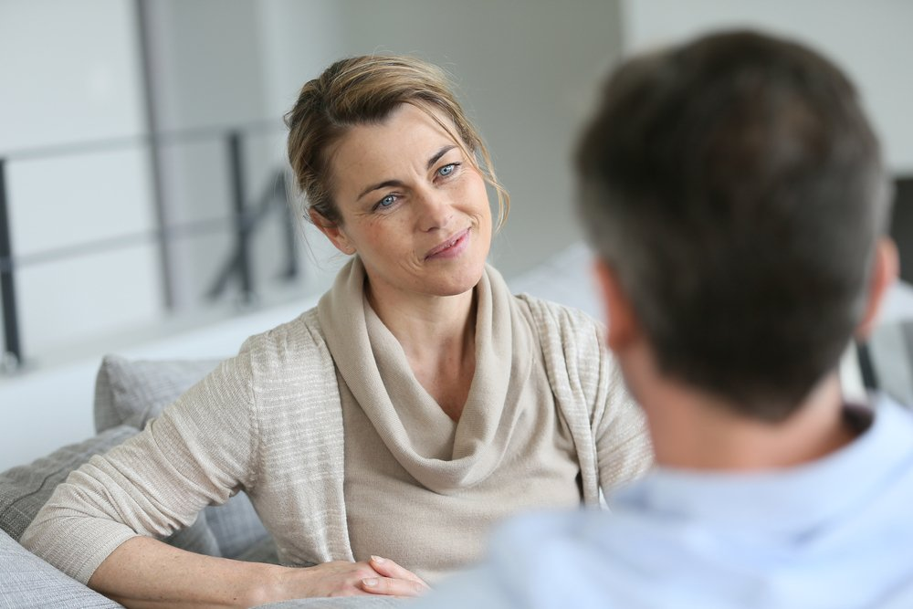 A woman and a man having a talk | Photo: Shutterstock/goodluz