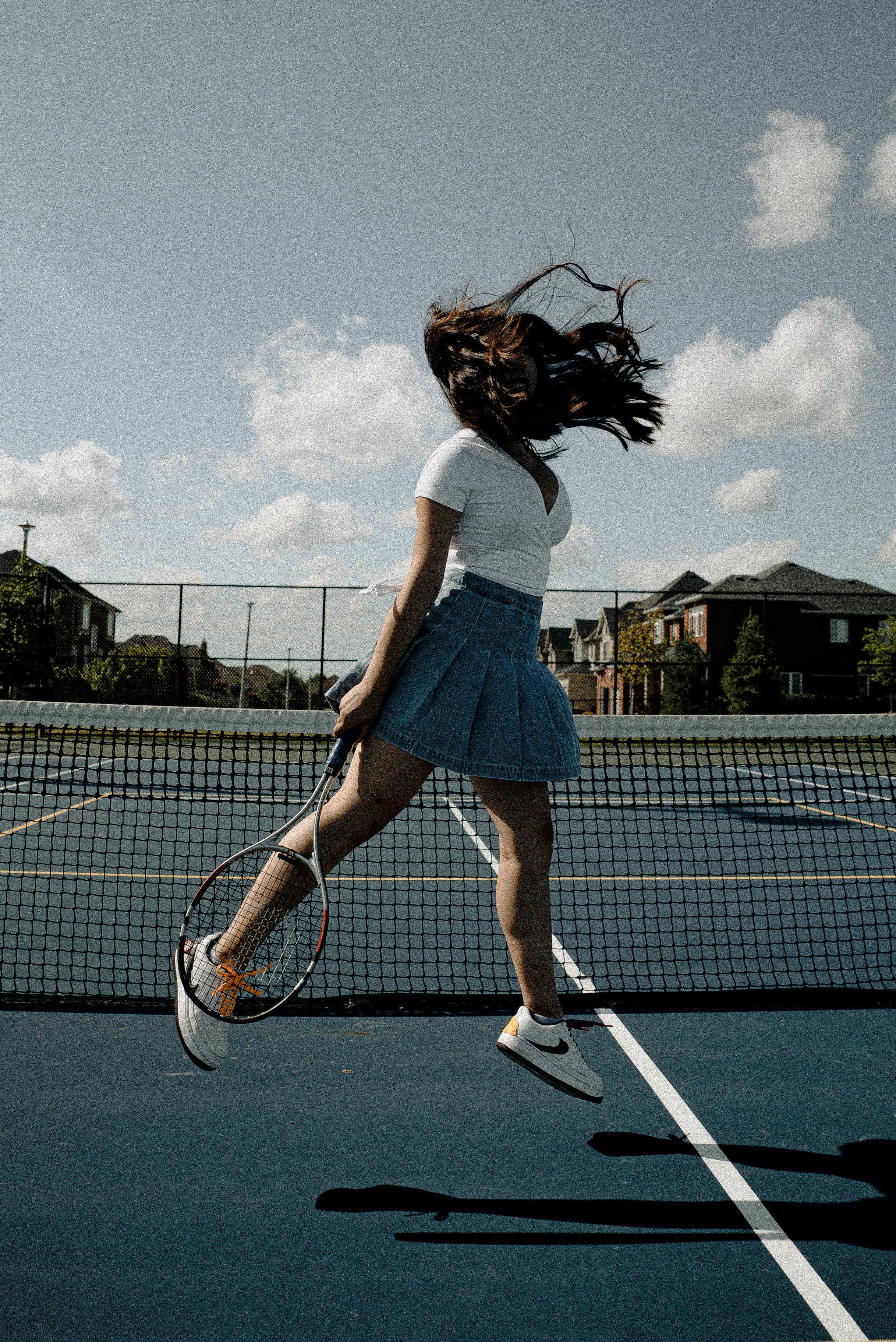 A girl in a tennis court. | Source: Pexels/Wendy Wei