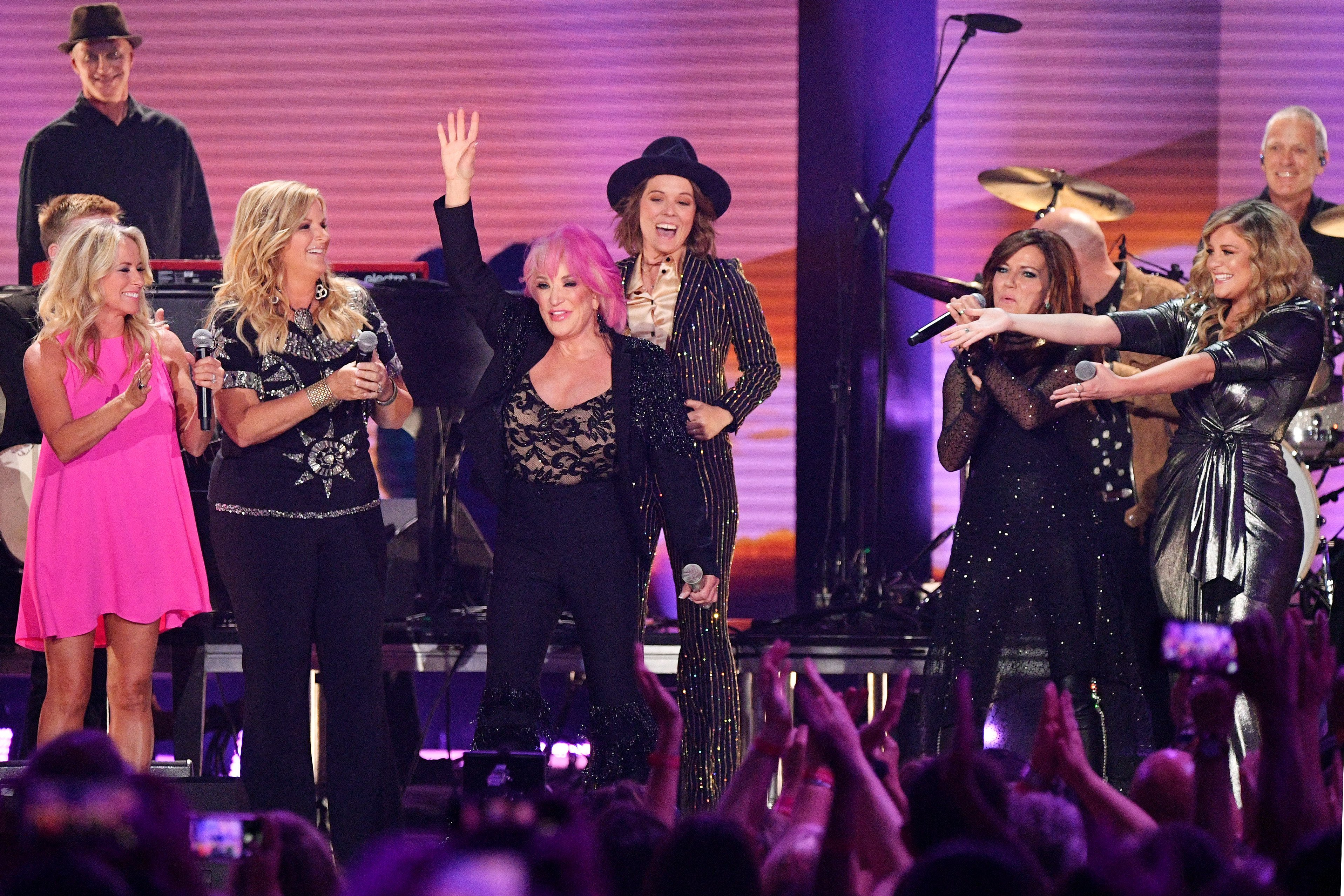 Tanya Tucker with Trisha Yearwood, Brandi Carlile, Martina McBride and Lauren Alaina at the 2019 CMT Music Awards in Nashville, Tennessee   Photo: Getty Images