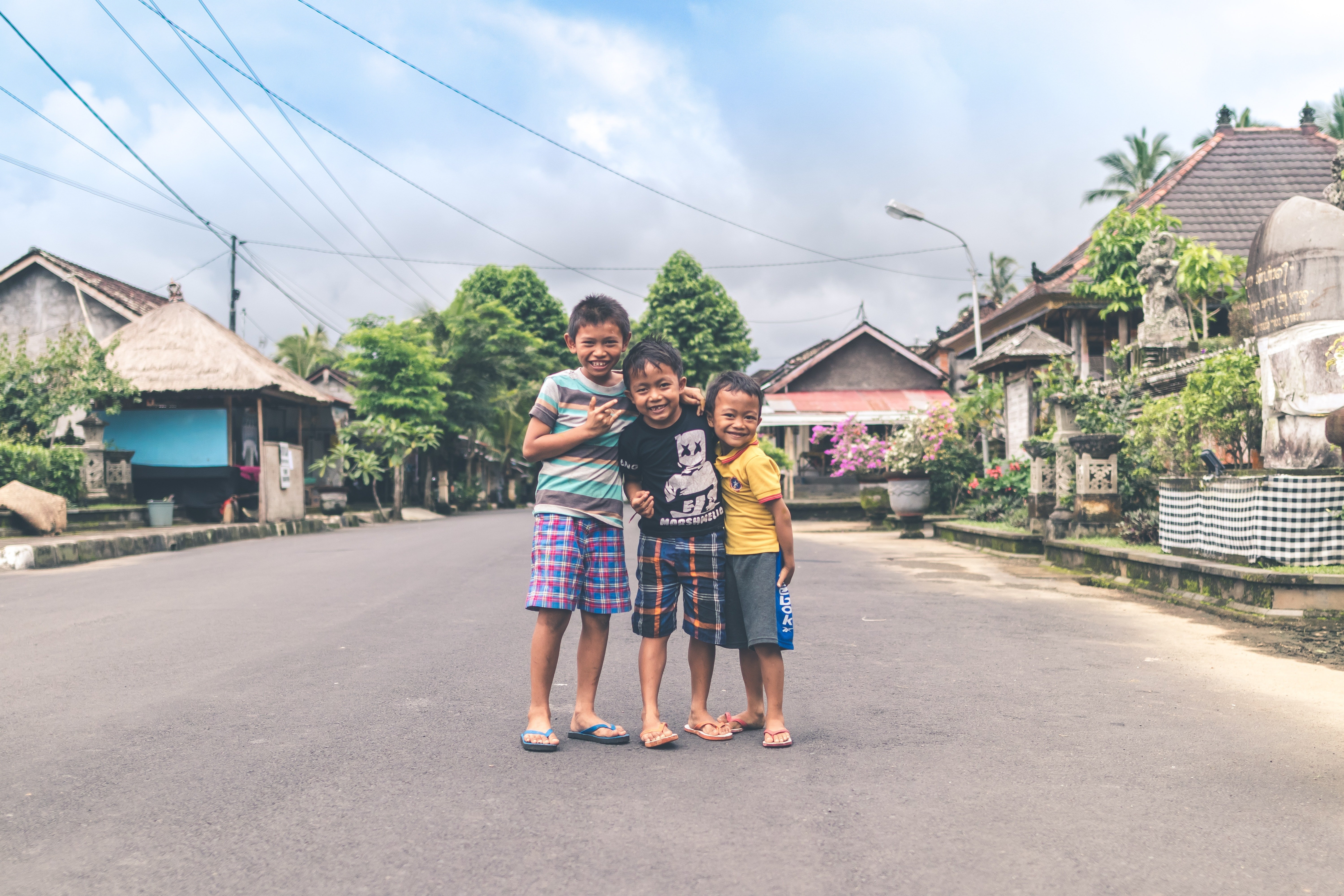 Pictured - Three young boys posing for a photo on the road | Source: Pexels
