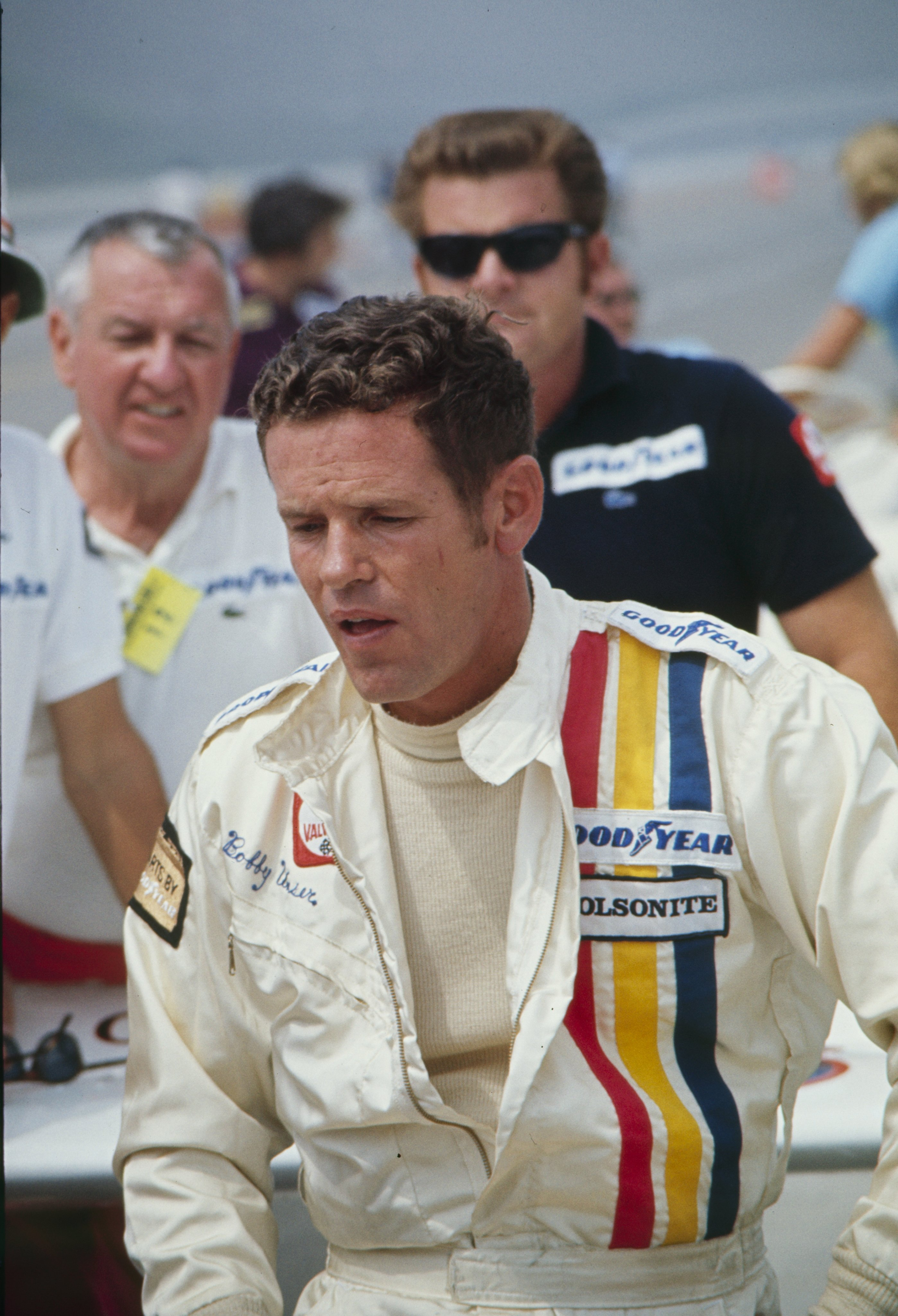 Bobby Unser of the Olsonite team sits by the pits at the California 500 Qualifying on August 30, 1972 | Photo: Bob D'Olivo & Pat Brollier|Ellen Griesedieck/The Enthusiast Network/Getty Images