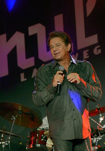 Adrian Zmed performs during Mondays Dark benefiting Las Vegas Labrador Rescue at Vinyl | Photo: Getty Images