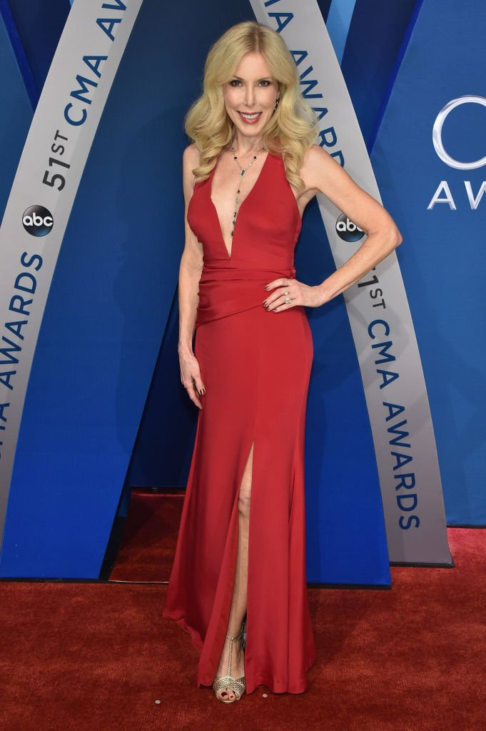 Kim Campbell attends the 51st annual CMA Awards at the Bridgestone Arena on November 8, 2017 | Photo: Getty Images