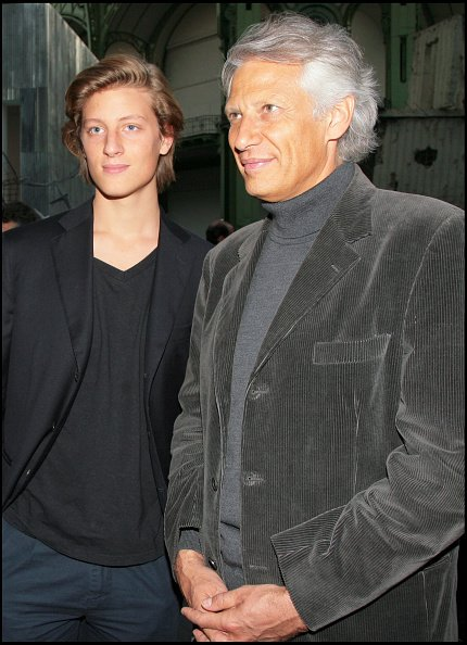 "De Villepin et son fils Arthur - Exposition ""Monumenta 2007"" au Grand Palais à Paris. 