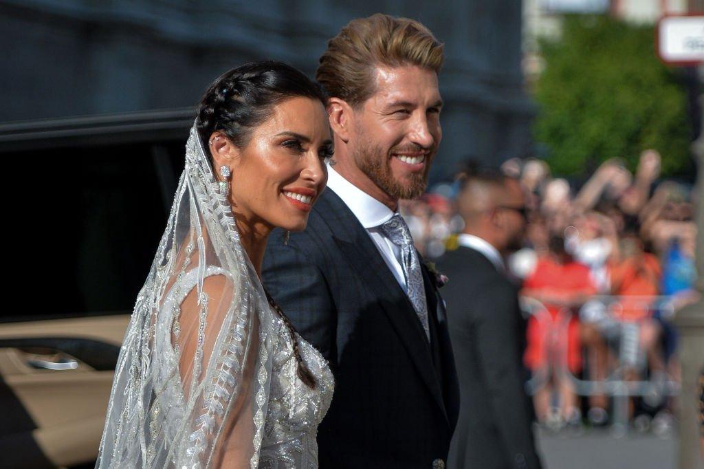 La novia Pilar Rubio y Sergio Ramos posan después de su boda en la Catedral de Sevilla el 15 de junio de 2019 en Sevilla, España. | Imagen: Getty Images
