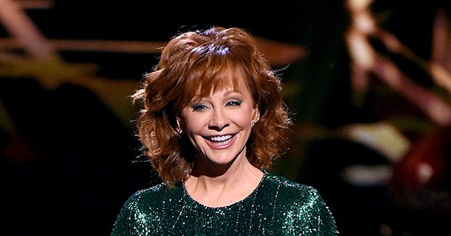 Reba McEntire & Her Younger Sister Susie Look Identical in Newly Shared Family Pictures