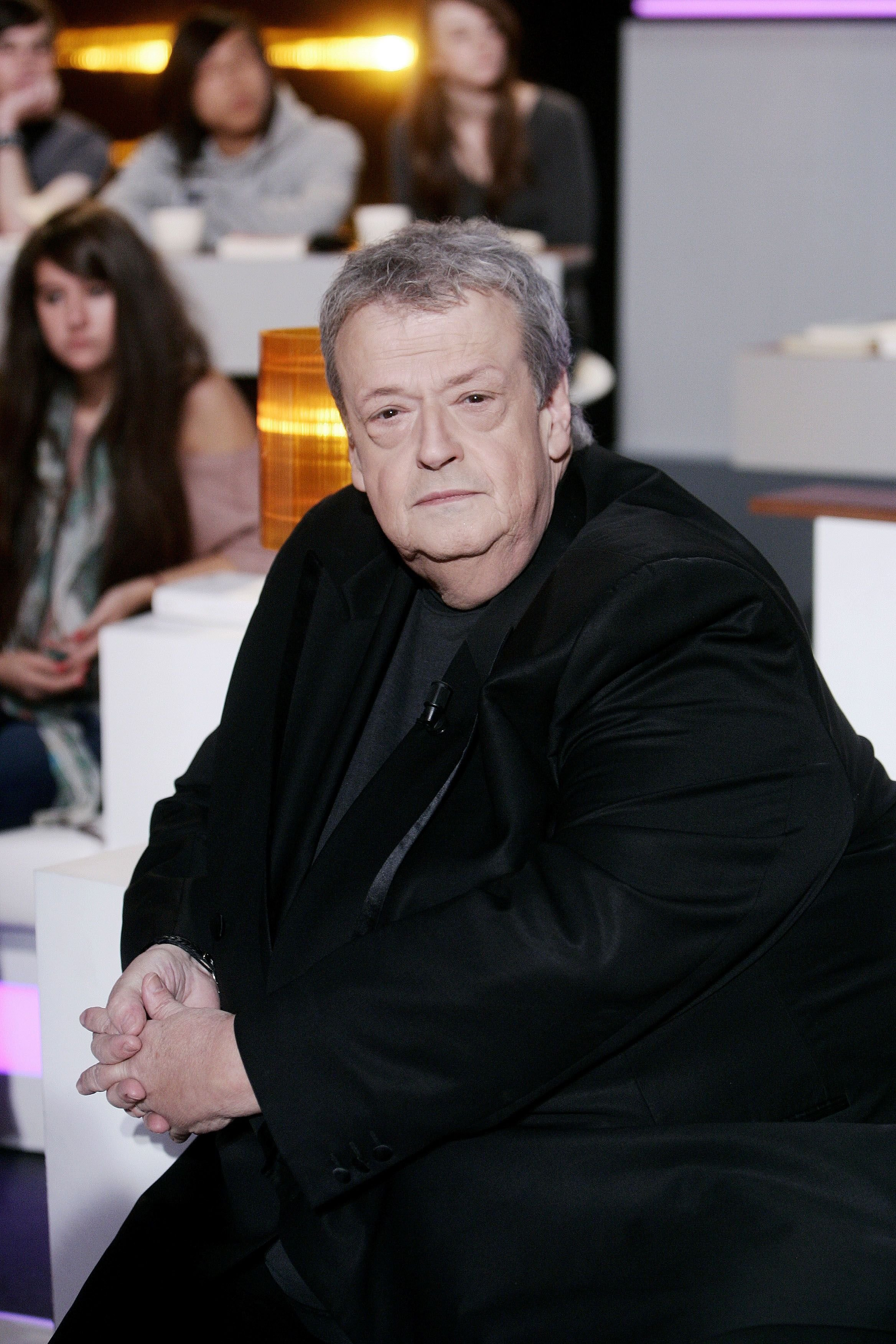 Guy Carlier participe à l'émission Au Field de la Nuit Tv à Paris, France, le 10 octobre 2011. | Photo : Getty Images