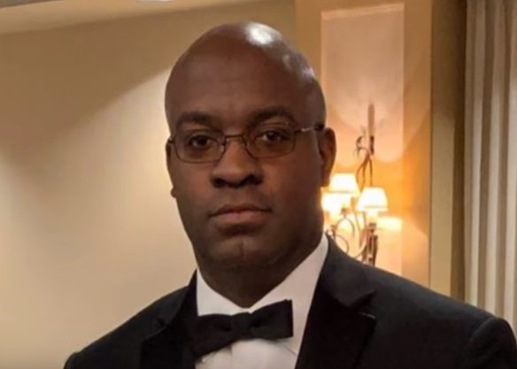 Late Dr. Derrick Nelson, army veteran and principal who died after being placed in an induced coma during a bone marrow procedure.  Photo: YouTube/ Inside Edition.