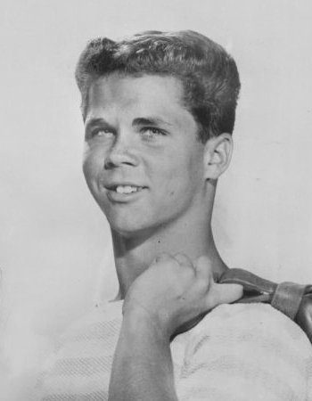 Tony Dow promoting his role as Wally Cleaver. | Source: Wikimedia Commons
