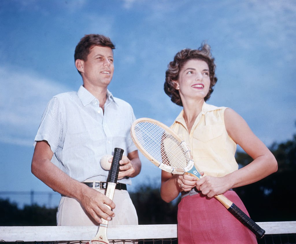 Late John F. Kennedy and Jacqueline Bouvier played tennis on June 27, 1953 | Photo: Getty Images