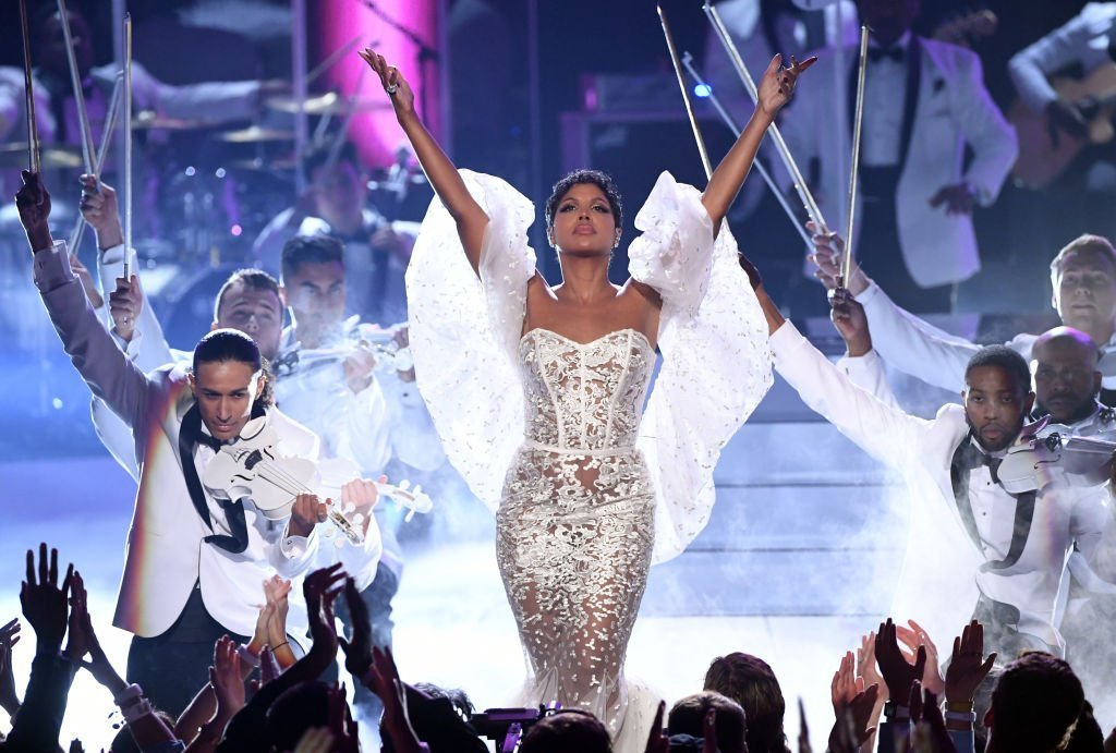 """Toni Braxton performing """"Unbreak My Heart"""" at the 2019 American Music Awards. 