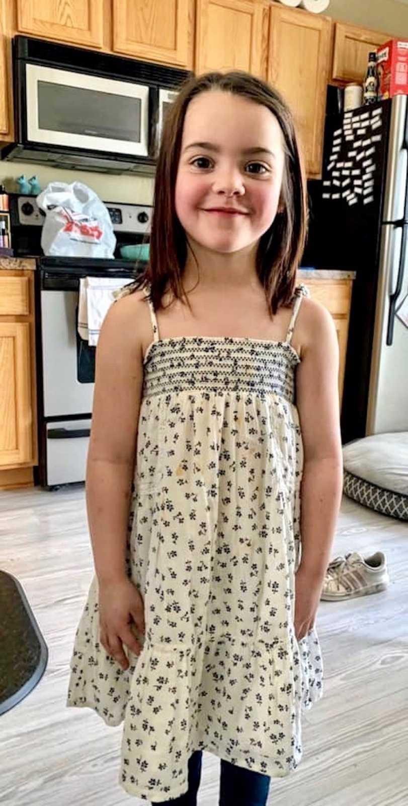 La jeune fille portant sa robe. l Source: Emily Stewart