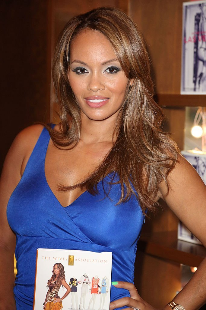 """Evelyn Lozada greets fans and signs copies of her book """"Inner Circle"""" at Books and Books 