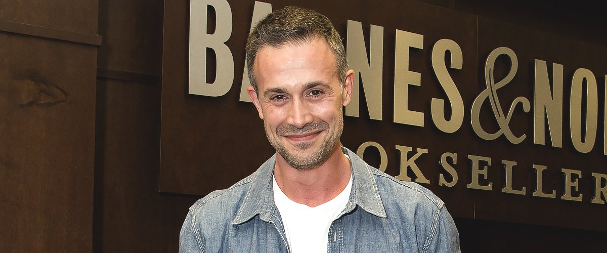 "Freddie Prinze Jr. signs his new book ""Back To The Kitchen"" at Barnes & Noble at The Grove on June 9, 2016 in Los Angeles 
