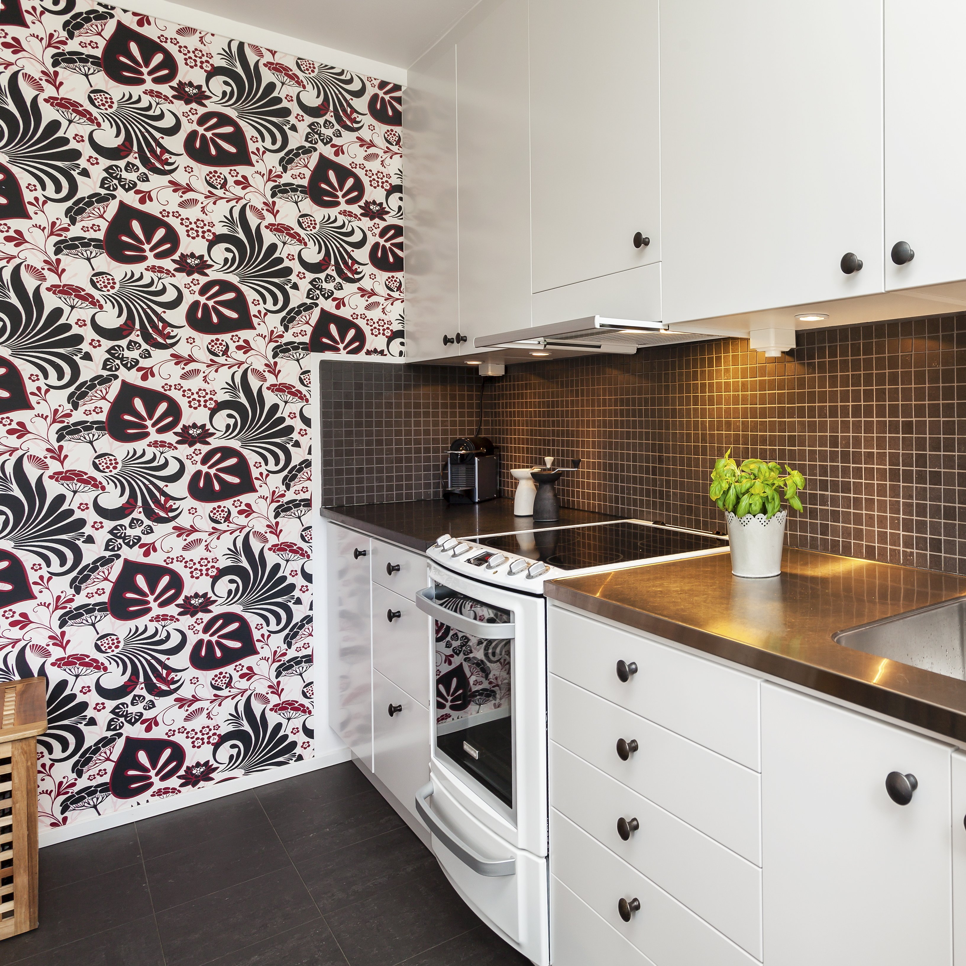 A photo of a kitchen interior with modern wallpaper. | Photo: Shutterstock
