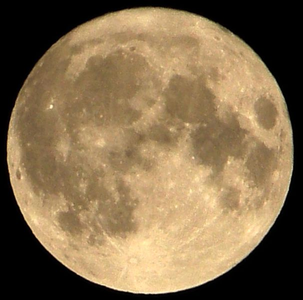 A visible supermoon on March 20, 2011 | Photo: Wikimedia/Peter2006son
