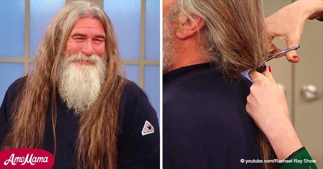 L'homme ne s'est pas coupé les cheveux depuis 16 ans: il obtient une transformation incroyable avec une nouvelle coiffure