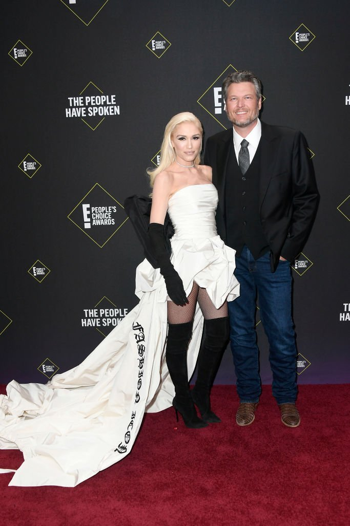 Gwen Stefani and Blake Shelton attend the 2019 E! People's Choice Awards at Barker Hangar. | Photo: Getty Images