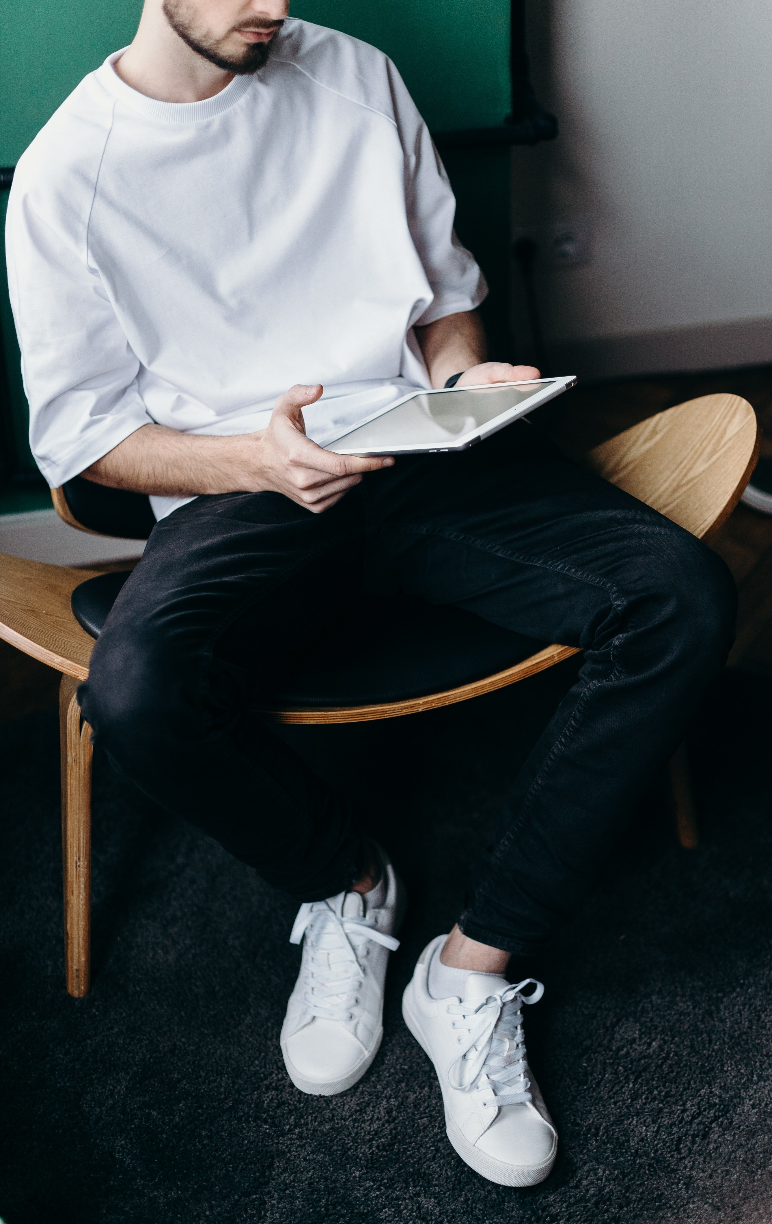 Ashley couldn't stop thinking about those white sneakers of his | Source: Pexels