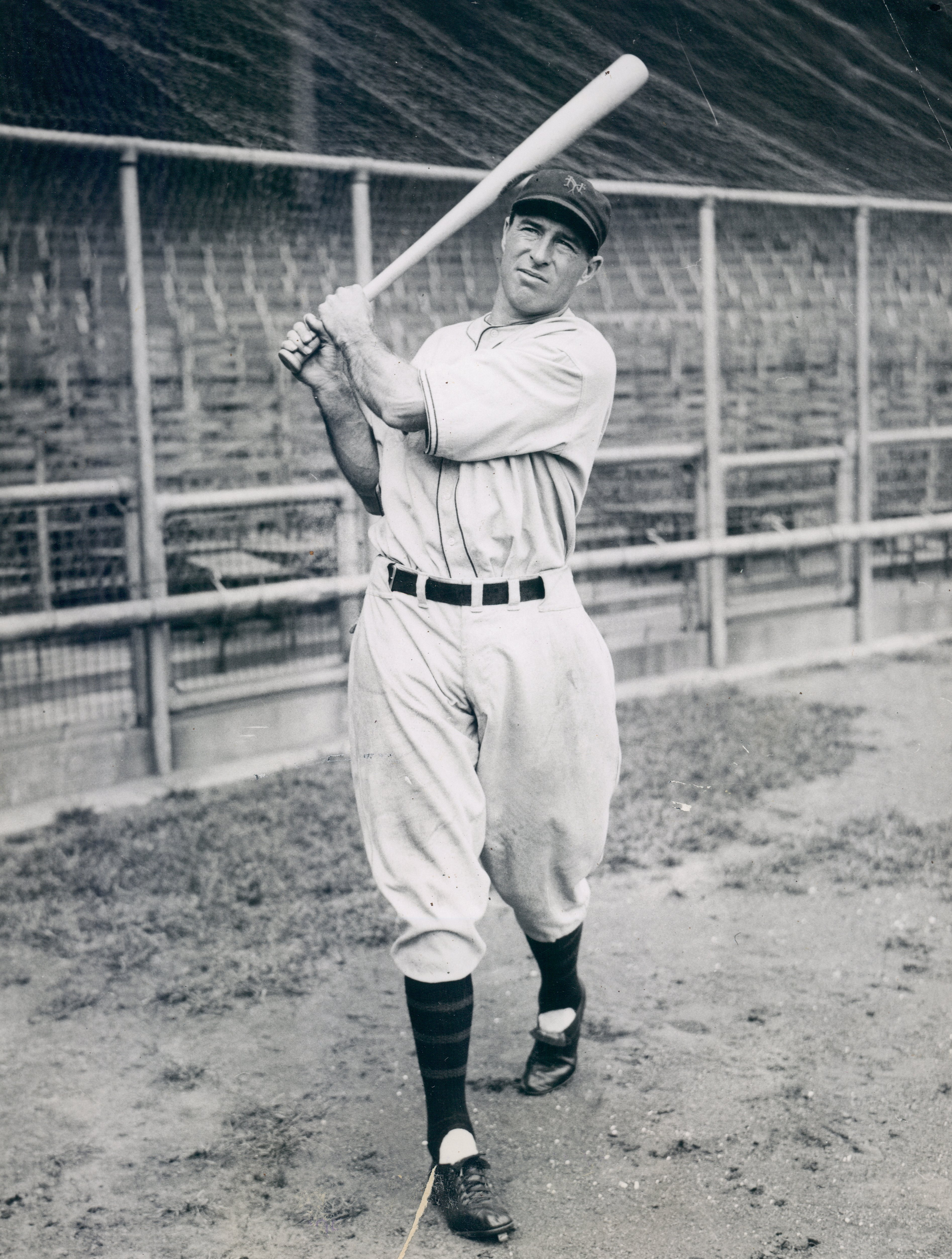 New York Giant Lefty O'Doul poses for a photograph on September 27, 1934 | Photo: Getty Images