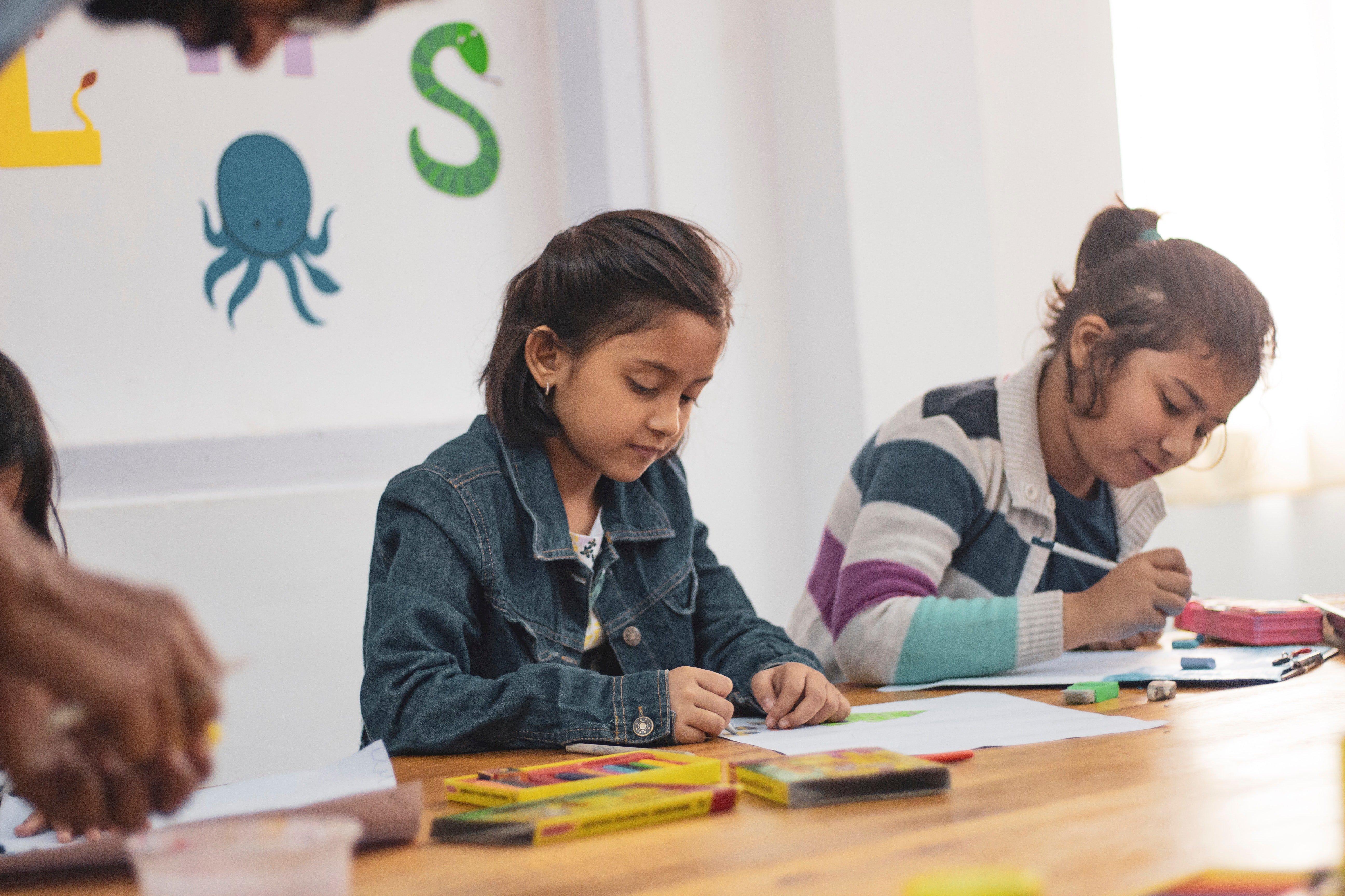 Children drawing. | Source: Pexels