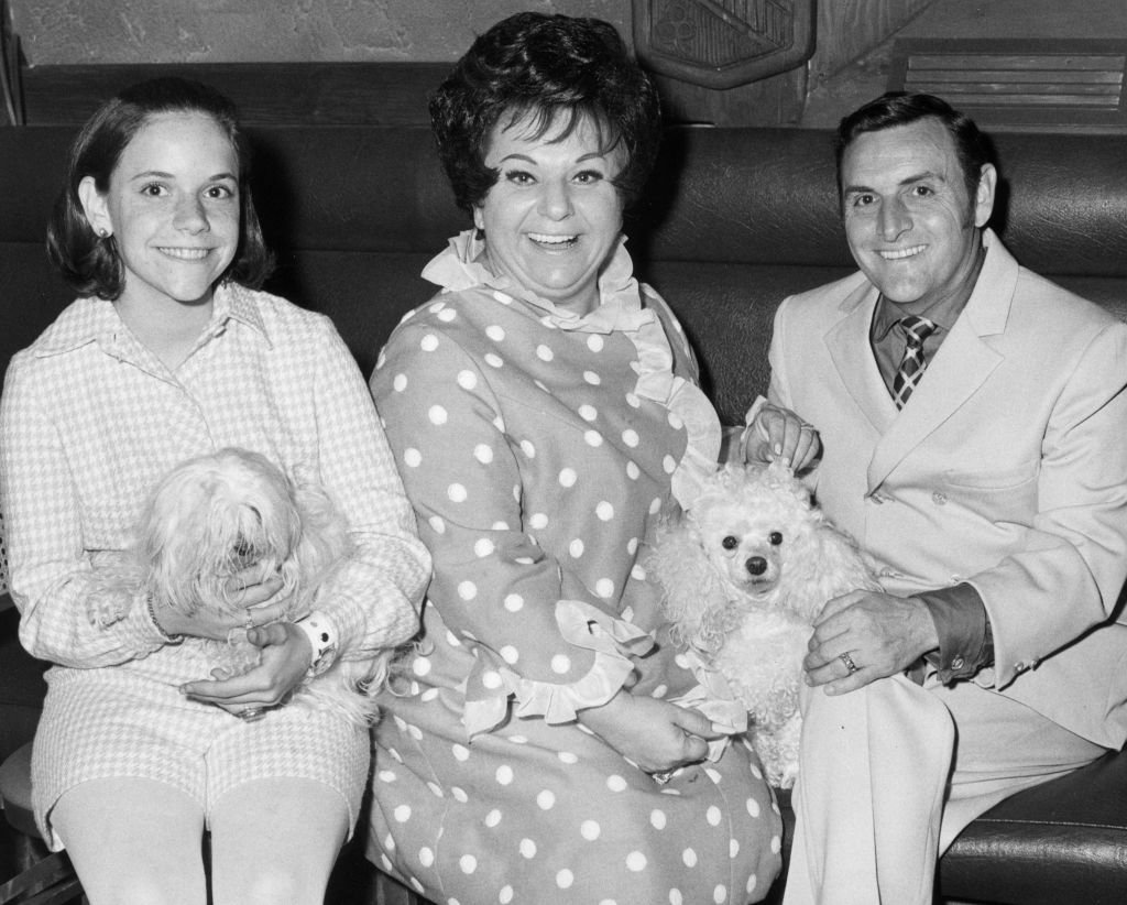 Totie Fields with her husband, George, their daughter, Debbie, and their two dogs while taking a family portrait on January 01, 1965   Photo: Getty Images