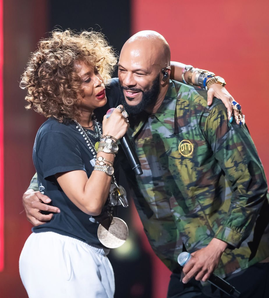 Erykah Badu and ex-boyfriend Common share the stage at the Black Girls Rock 2019 Awards show on August 25, 2019 in New Jersey. | Photo: Getty Images