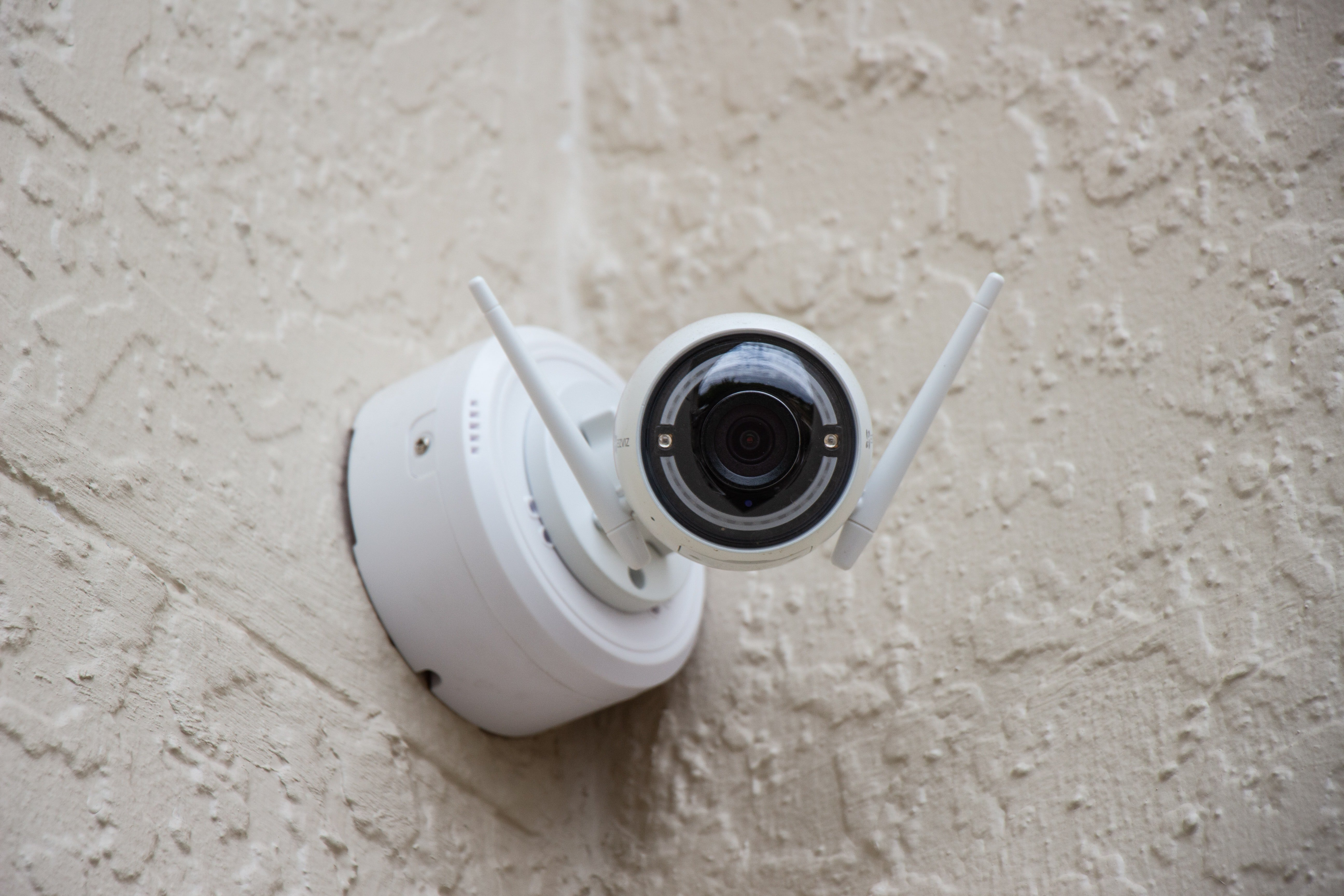 James installed security cameras to keep a check on Harry | Photo: Unsplash