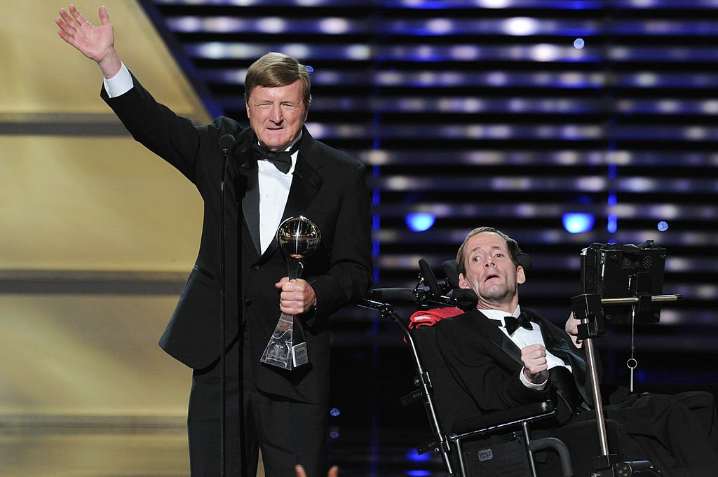 Jimmy V award recipients Dick Hoyt and son Rick Hoyt accepting an award at the 2013 ESPY Awards at Nokia Theatre L.A. on July 17, 2013 | Photo: Getty Images