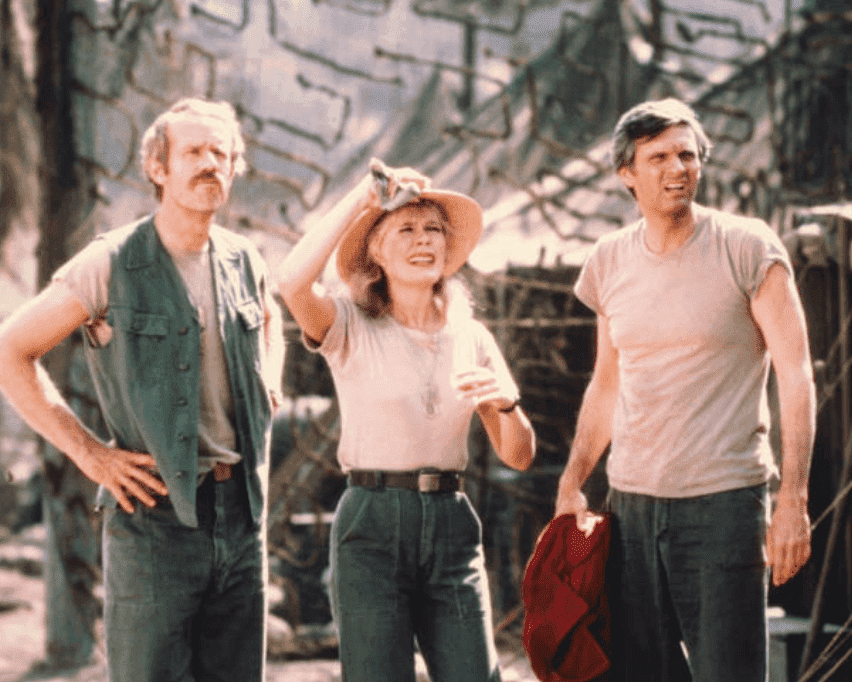 """Mike Farrell,Loretta Swit, and Alan Alda, US actor, in a promotional picture for the television series """"M*A*S*H"""" on January 1, 1975
