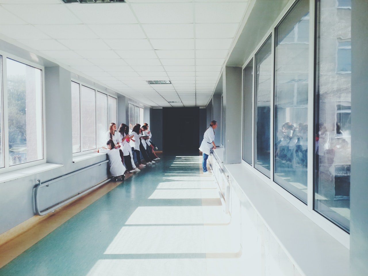 Hallway of a health facility | Photo: Getty Images