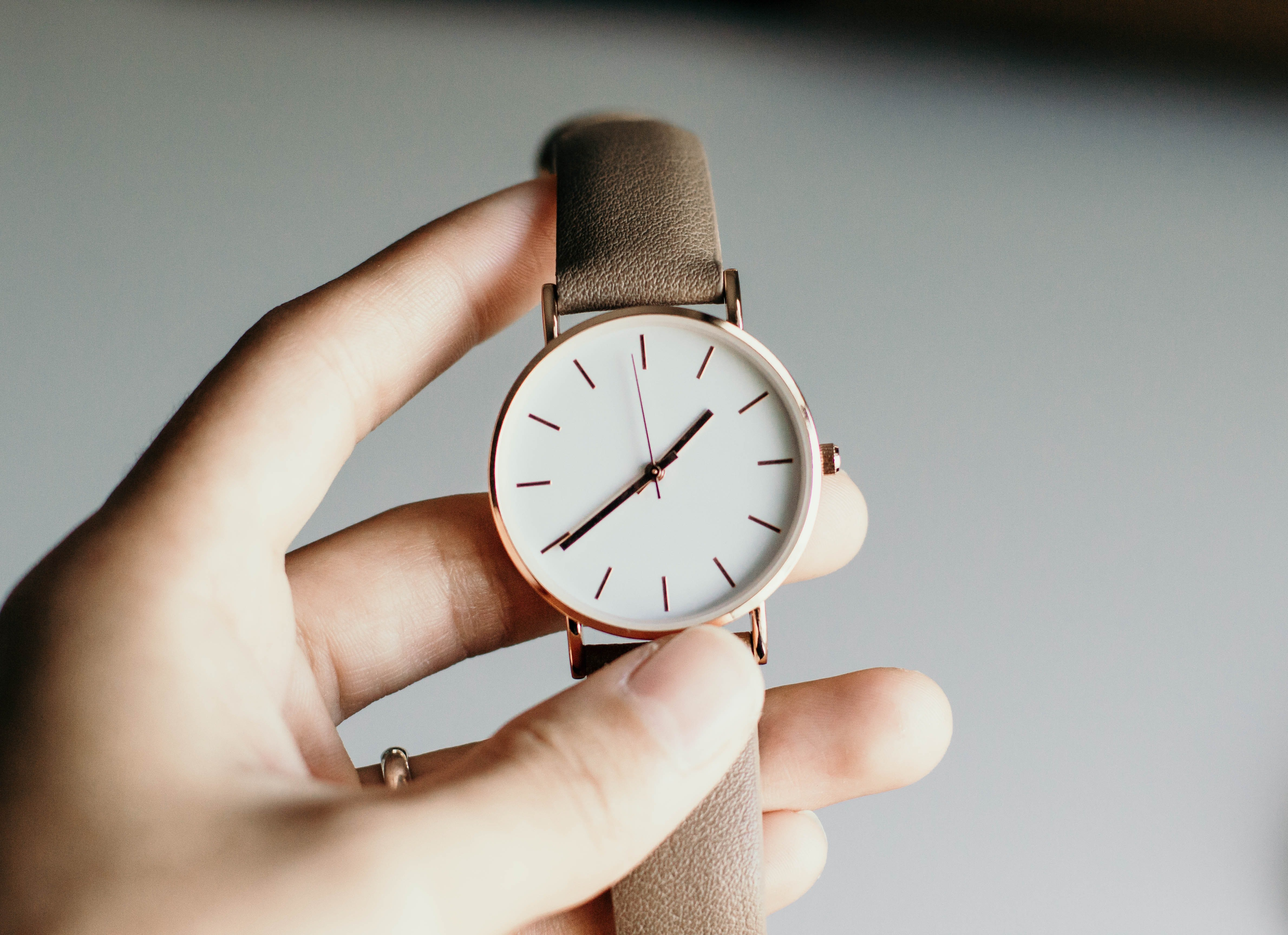 I looked at my watch and waited for Jared to arrive home | Source: Unsplash