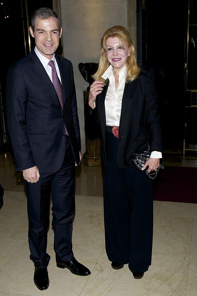 Jerome Bonnafont  y la baronesa Carmen (Tita) Cervera en la presentación 'Disfruta Una Experiencia De Lujo' el 25 de marzo de 2014 en Madrid, España. | Imagen: Getty Images