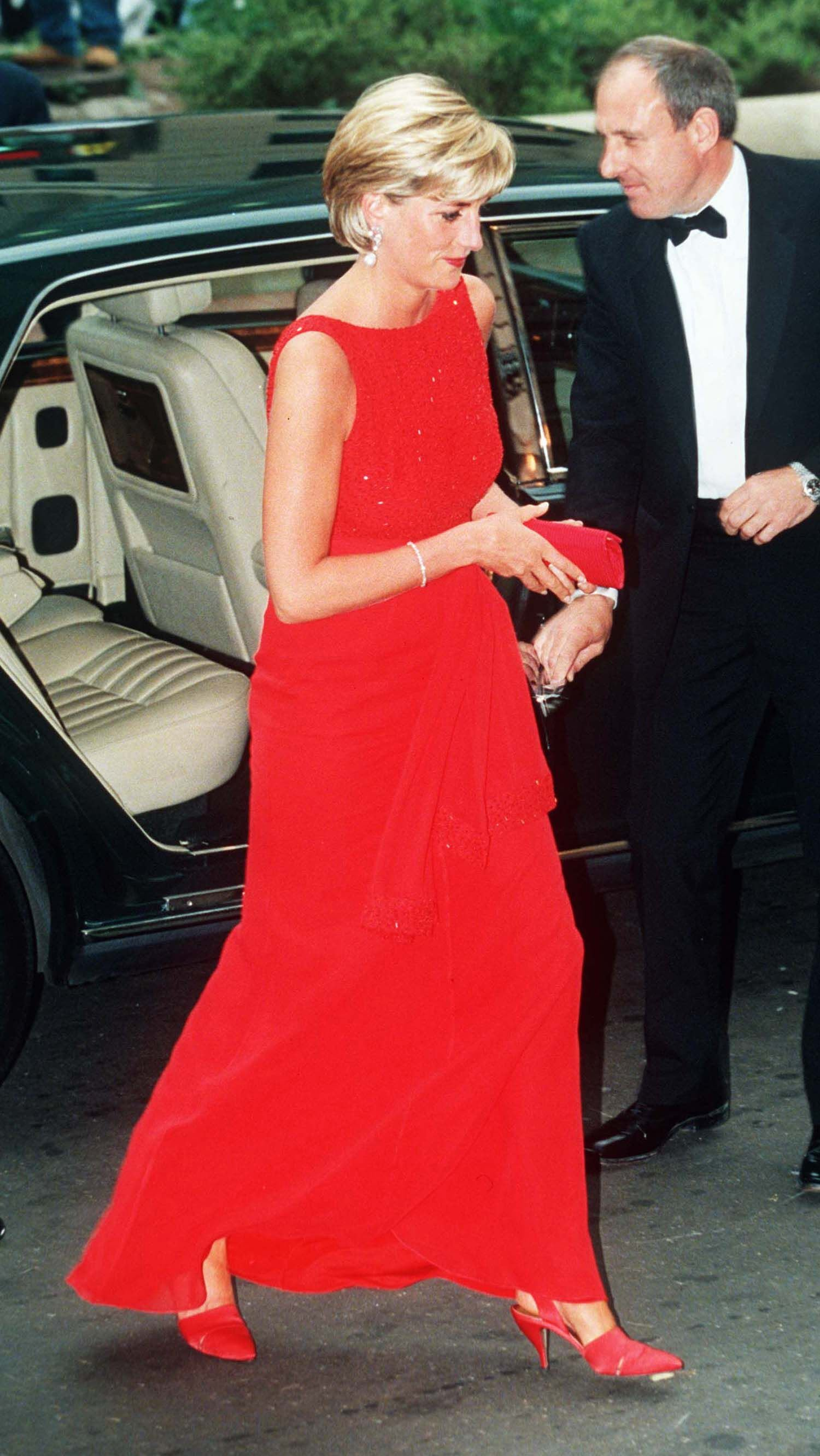 La Princesse Diana sortant d'une voiture. l Source: Getty Images