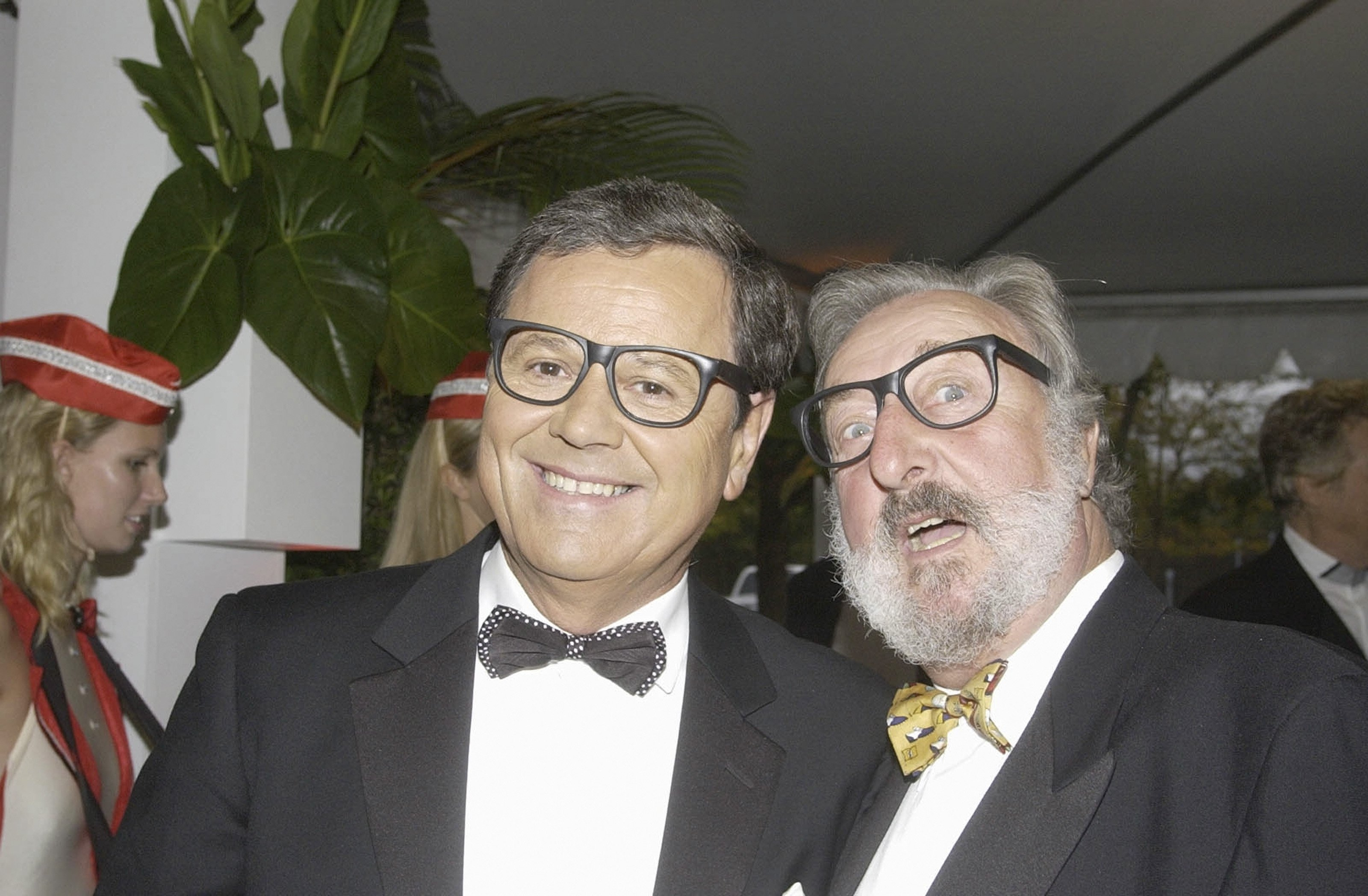 Geoff Harvey with Ray Martin at the Channel Nine pre-drinks party for Brian Henderson's 'Toasted and Roasted' Special | Photo: Getty Images