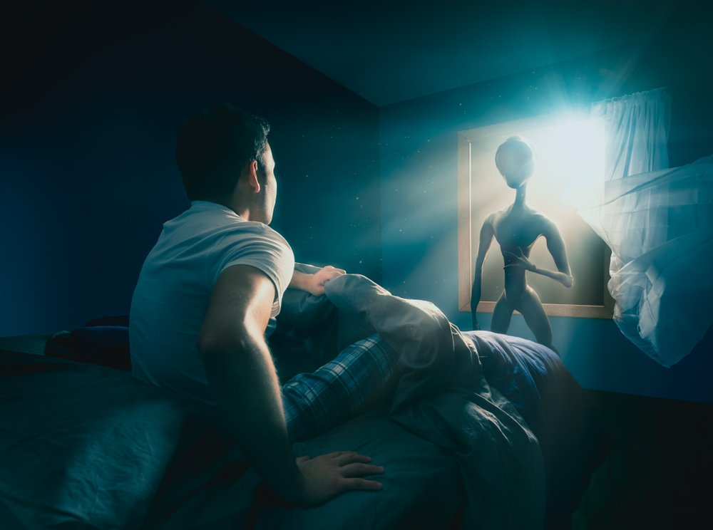 A photo of an alien appearing to a man | Photo: Shutterstock