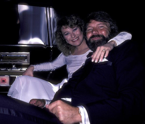 Glen Campbell and Tanya Tucker on February 17, 1981 at the Century Plaza Hotel in Century City, California. | Photo : Getty Images