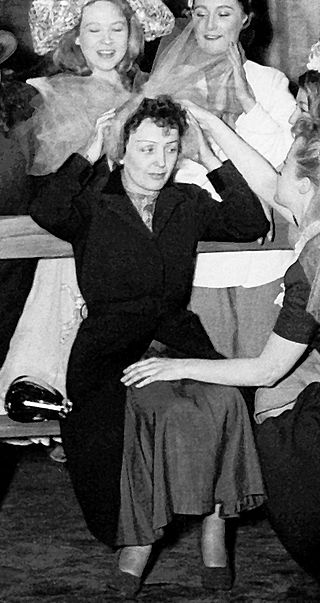 Edit Piaf at the ABC music hall in Paris in 1951 | Source: Wikimedia