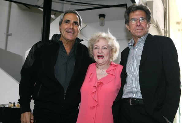 Tony Thomas, Betty White, and Paul Junger Witt on May 4, 2006, in Los Angeles, California. | Source: Getty Images.