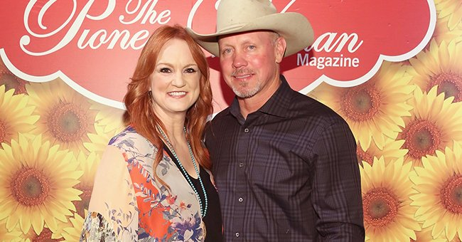 Ree Drummond and husband Ladd Drummond pose for a photo during The Pioneer Woman Magazine Celebration with Ree Drummond at The Mason Jar on June 6, 2017 in New York City | Photo: Getty Images