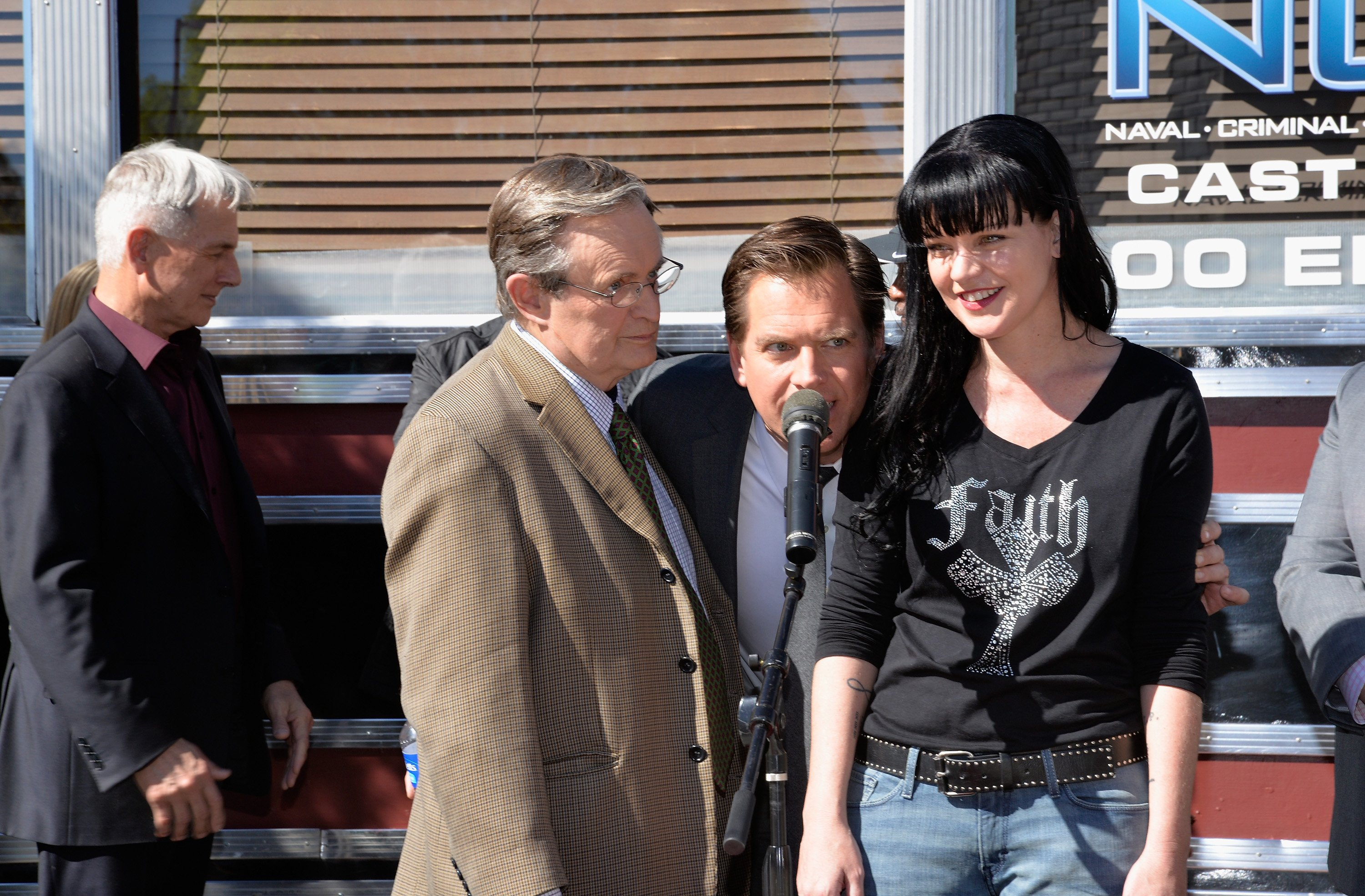 """Pauley Perrette and her castmates on the set of """"NCIS"""" 